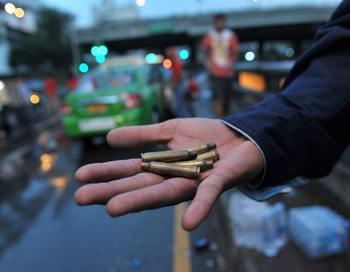 По машине Макшарипа Аушева, убитого 25 октября в Кабардино-Балкарии, было выпущено около 40 пуль, обстрел велся с трех сторон, заявил корреспонденту