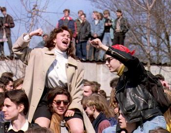 Свободомыслию студентов противостоит отчисление из ВУЗов. Фото: MICHAEL EVSTAFIEV/AFP/Getty Images