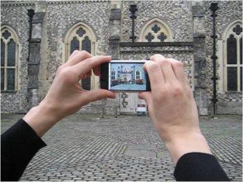 Новое программное обеспечение для смартфонов наряду с простой информацией предоставляет дополнительную: исторические памятники, музеи и туристические достопримечательности
