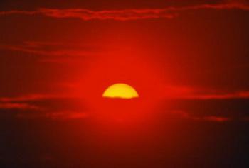 Закат солнца всегда прекрасен, но иногда мать-природа добавляет в него нетипичный мазки. Фото с сайта Photos.com