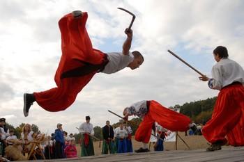 Фестиваль казацкого боевого гопака в Пирогово 3 октября 2009 года. Фото: Владимир БОРОДИН /Великая Эпоха (The Epoch Times)