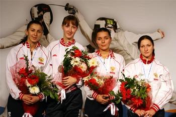 На пьедестале (слева направо) — Аида Шанаева, Лариса Коробейникова, Камилла Гафурзянова и Юлия Бирюкова. Фото: rusfencing.ru
