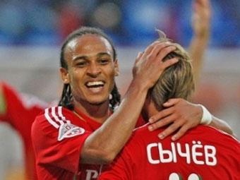 Питер Одемвингие и Дмитрий Сычев. Фото с официального сайта ФК