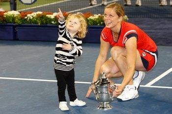 Ким Клейстерс и её дочка. Фото: Julian Finney/Getty Images