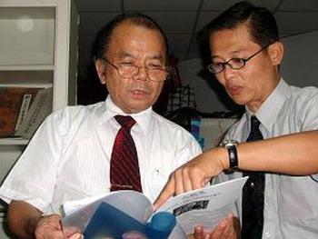 Г-н Пин-де Чжу, бывший советник президента Тайваня (слева). Фото с ru-enlightenment.org