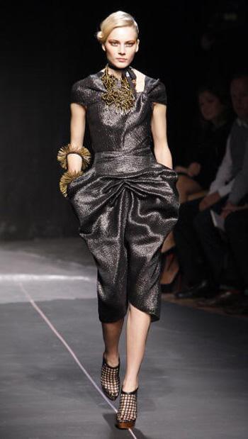 Парижанки в брюках на Неделе моды в Париже  /Getty Image
