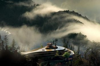 Работа «Дом на воде» Цзян Кунсюна из Тайваня, занявшая первое место в номинации «Пейзажи». Фото: Великая Эпоха