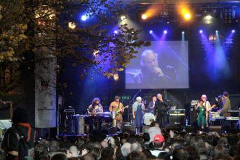 Концерт, посвящённый 20 годовщине без тоталитарного режима во вторник, на Narodni Trida в Праге. Фото: Милан Кайнек /Великая Эпоха