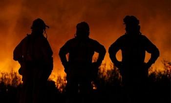 Жители 3 тыс. домов эвакуированы в Калифорнии из-за пожаров. Фото с poboo.com
