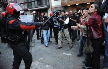 Деятельность полиции в Испании не подлежит контролю. Фото: RAFA RIVAS/AFP/Getty Images
