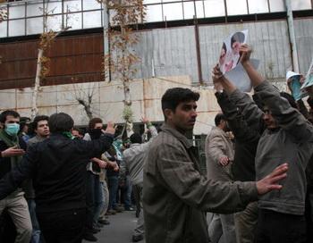 По официальной статистике, в ходе беспорядков по итогам выборов погибли 36 человек. По данным оппозиции, эта цифра превысила 70 человек. Фото: AFP/Getty Images
