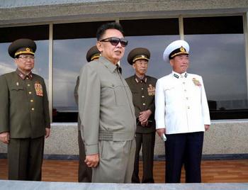 Ким Чен Ир угрожает провести еще одно ядерное испытание. Фото: KNS/AFP/Getty Images