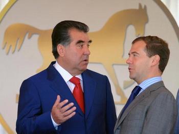 Военное присутствие в Таджикистане может стоить России 300 миллионов долларов в год. Фото: ALEXANDER NEMENOV/AFP/Getty Images
