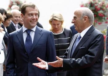 Дмитрий Медведев и его швейцарский коллега Ханс-Рудольф Мерц подписали пакет двусторонних соглашений. Фото: PASCAL LAUENER/AFP/Getty Images