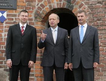 Глава литовского правительства Андрюс Кубилюс, премьер-министры Латвии и Эстонии Валдис Домбровскис и Андрус Ансип. Фото: PETRAS MALUKAS/AFP