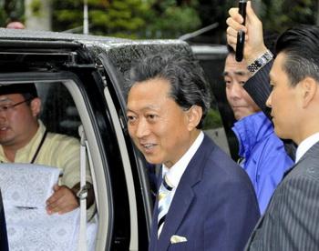 Глава партии Юкио Хатояма. Фото: YOSHIKAZU TSUNO/AFP