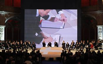 Официальное начало действия Лиссабонского договора может показаться незначительным событием, однако оно изменит порядок принятия решений в странах Евросоюза.Фото:  ERIC FEFERBERG/AFP/Getty Images