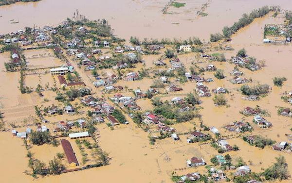 Фото с вертолёта затопленной провинции Куан Нам во Вьетнаме (30.09.2009) Фото: HOANG DINH NAM/AFP/Getty Images