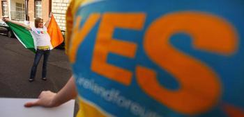 Положительный исход референдума в Ирландии о судьбе Лиссабонского договора.. Фото: Jeff J Mitchell/Getty Images