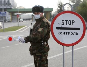 Россия и Словакия ввели дополнительные меры медицинского контроля на границах с Украиной.Фото: OLEKSANDER ZOBIN/AFP/Getty Images