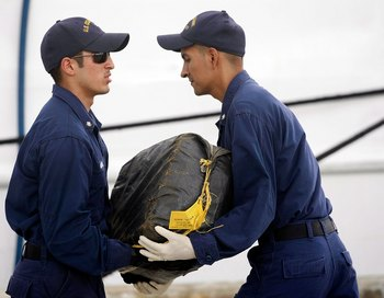 Количество и размеры перехваченных партий кокаина по-прежнему растет.  Фото: Joe Raedle/Getty Images