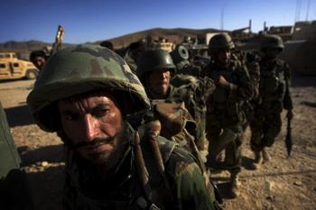 Солдаты в Афганистане. Фото: DAVID FURST/AFP/Getty Images