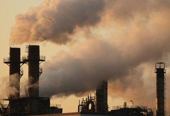 Правительство США объявило парниковые газы угрожающими здоровью человека. Фото: Koichi Kamoshida/Getty Image