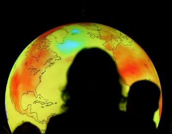 Призывы спасти мир от экологической катастрофы на конференции ООН в Копенгагене принимают самые разнообразные формы. Но суть одна – сохранить природу и жизнь на планете. Фото: Miguel Villagran/Getty Images