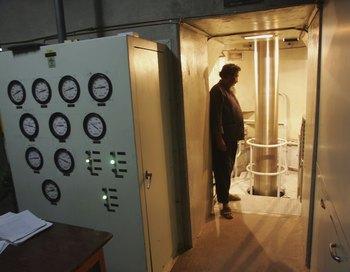 В течение нескольких часов было прекращено энергоснабжение таджикской столицы. Фото: John Moore/Getty Images