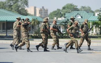 Военнослужвщие. Фото: FAROOQ NAEEM/AFP/Getty Images