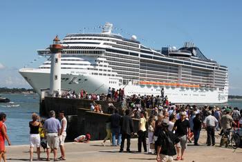 Постройкой нового военного корабля займется судостроительная компания STX France совместно с DCNS.. Фото: FRANCK PERRY/AFP/Getty Images