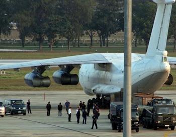По данным СМИ Таиланда, на борту самолета находилось 35 тонн оружия. Фото: STR/AFP/Getty Images