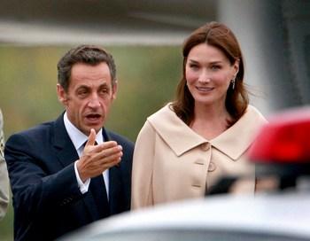 Президент Франции Николя Саркози и его жена Карла Бруно-Саркози возвращаются с саммита G20 в Пистбурге. Фото: Scott Olson/Getty Images