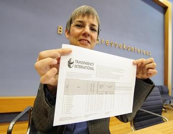 Transparency International оценила рынок российской коррупции в 300 миллиардов долларов.  Фото: JOHN MACDOUGALL/AFP/Getty Images