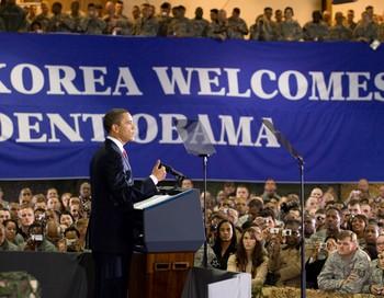 Президент США Барак Обама, находясь в Южной Корее, заявил о своей готовности продолжить многосторонние переговоры по северокорейской ядерной проблеме.Фото: SAUL LOEB/AFP/Getty Images