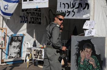 В Израиле готовятся к встрече с солдатом Гиладом Шалитом . Фото: GALI TIBBON/AFP/Getty Images