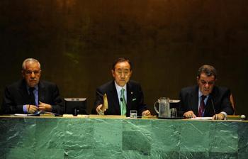 Генеральный секретарь ООН Пан Ги Мун: по общему количеству углеводородных выбросов Китай занимает первое место в мире. Речь идет о 6,1 млрд. тонн в год. На втором месте США — 5, 8 млрд. тонн. Фото: EMMANUEL DUNAND/AFP/Getty Images