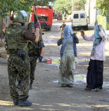 После убийства в Махачкале (Дагестан). Фото: SERGEI RASSULOV/AFP/Getty Images