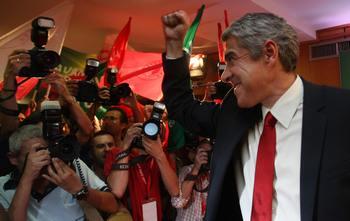 В Португалии победу на выборах одержала правящая партия социалистов. Фото: MIGUEL RIOPA/AFP/Getty Images