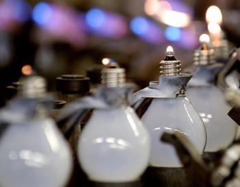 Электролампочку выдумал вовсе не Эдисон, а англичанин Джозеф Суэн. Фото: FREDERICK FLORIN/AFP/Getty Images
