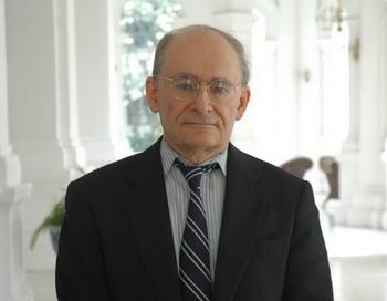 Дэвид Мэйтас, соавтор книги «Кровавый урожай». Фото с сайта theepochtimes.com