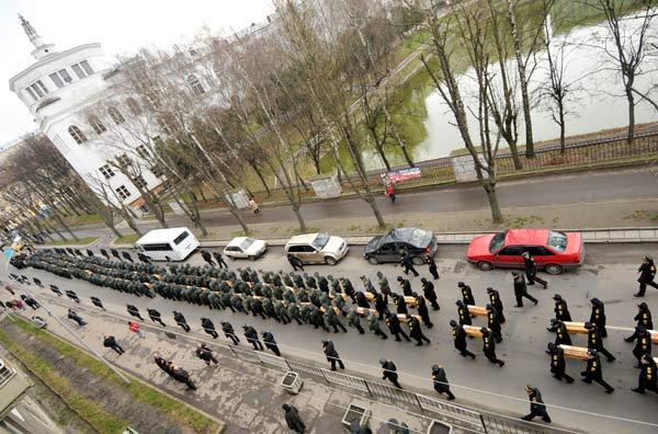 Во Львове перезахоронили останки 602 жертв Голодомора. Фото: YURIY DYACHYSHYN/AFP/Getty Images