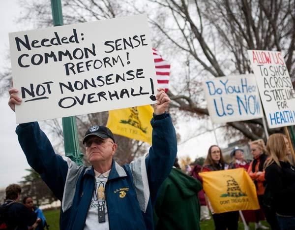 У реформы здравоохранения много противников. Фото: Brendan Hoffman/Getty Images