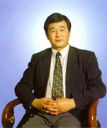 Мастер Ли Хунчжи. Фото с minghui.org