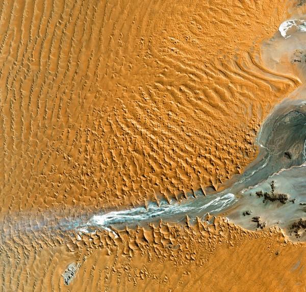 Старейшие дюны на Земле в Намибии. Фото: NASA, GeoEye