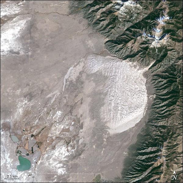 Еще один взгляд на колорадские белые пески. Фото: NASA, GeoEye