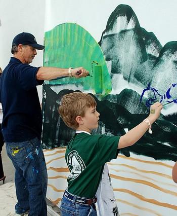 Цель: Уайленд поощряет молодых художников, 6-летний Тимоти своими рисунками призывает защищать океан. Фото предоставлено Мириам Moран