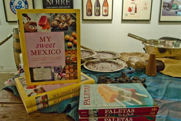 Поваренные книги о том, как приготавливать и подавать мексиканские десерты на стол. Мероприятие 13 февраля на Бруклинском пивоваренном заводе. Фото: Joshua Phillip/The Epoch Times