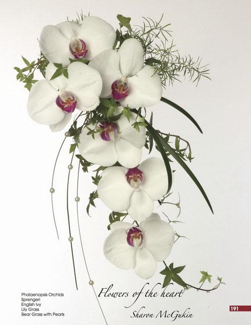 Каскадный букет из орхидей Фаленопсис. Фото: Дуглас МакГакин