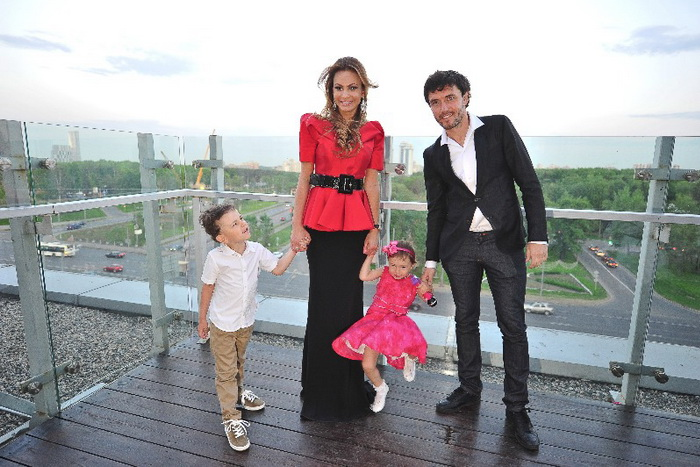 Дима, Инна, Милана и Юрий Жирковы. Фото предоставлено предоставлено пресс-менеджером Инны Жирковой